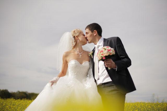手相(結婚線)で結婚する年齢がわかる?位置から判断する私の婚期!